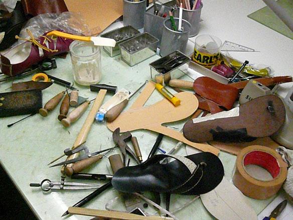 つくりかけの靴.jpg