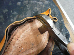 靴作り・先芯吊り込み�@.jpg