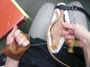 靴作り・掬い縫い�E.jpg